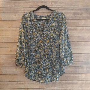 Liz Claiborne blue daisy print polyester blouse